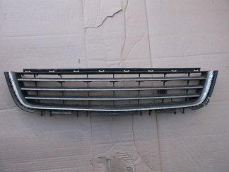 Решетка переднего бампера центральная